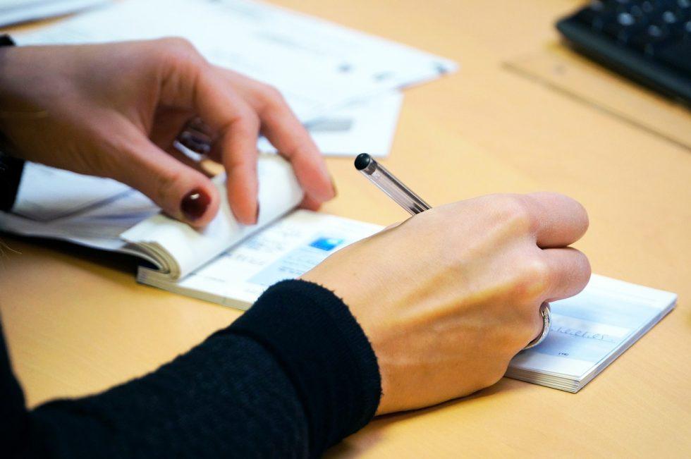 Le fisc stoppe l'encaissement des chèques de plus de 1 000 euros